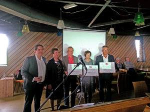 Clara Schumann Stichting ontvangt een gift van VU Westvoorne. Restaurant Aan Zee, Oostvoorne, 21 mei 2016